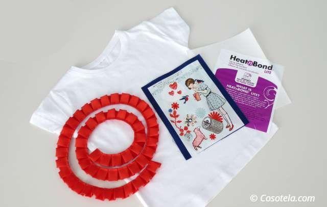 Materiales necesarios para adornar una camiseta con aplicación.