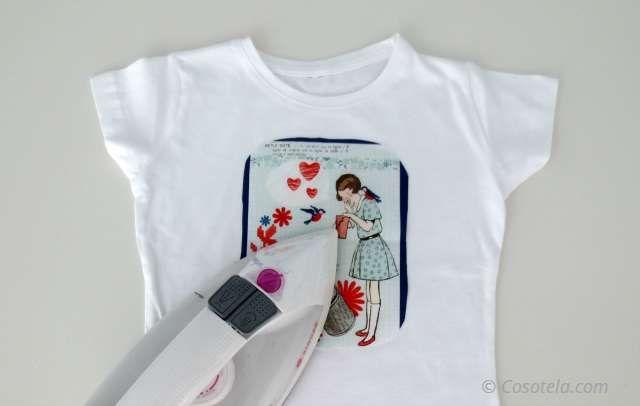 Colocamos la aplicación en la camiseta con la plancha.