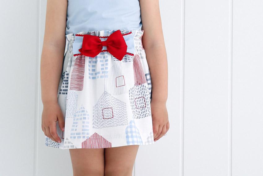 Falda para niña con elástico en la cintura.