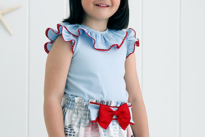 Blusa niña con volantes en cuello y mangas.